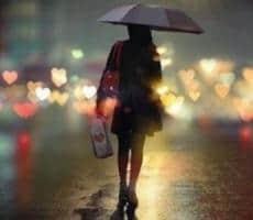 下雨天朋友圈说说配图 雨天感慨的心情语句