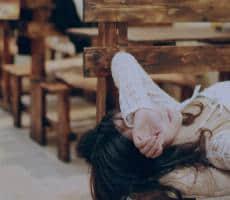 心痛到撕心裂肺的说说 痛到骨子里心碎绝望的句子